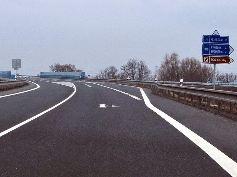 ukazatel na silnici č.38 (obchvat Nymburka)