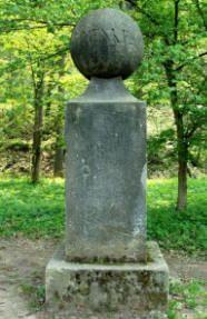pomník T. Haenkeho v Českém Ráji (mezi Malou Skálou a Líšným)