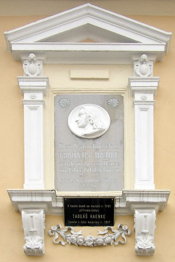 pamětní deska na rodném domě Tadeáše Haenkeho