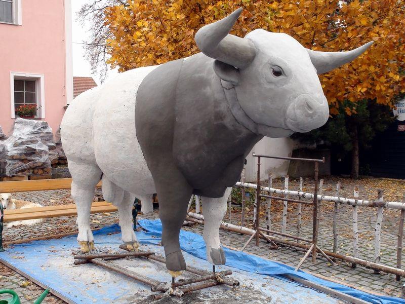 býk pratura - aplikace vrchní vrstvy betonu