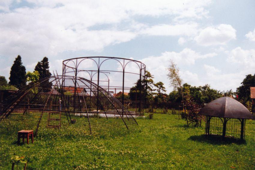 počátek stavby voliéry (2001)