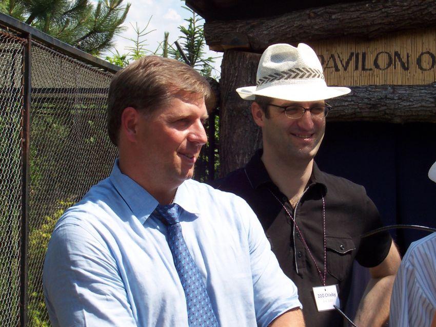 Petr Bendl a Hynek Fajmon při slavnostním otvírání pavilonu gibonů Angkor Wat (9.6. 2007)