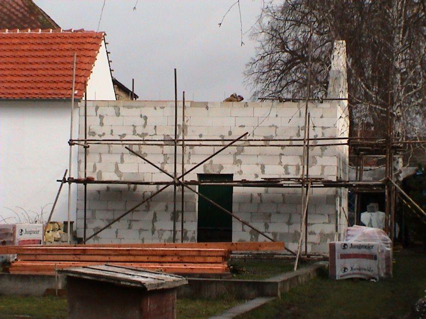 stavba budovy (zadní strava)