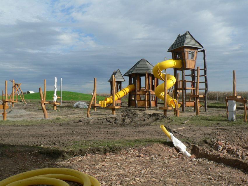 stavba dětského hřiště