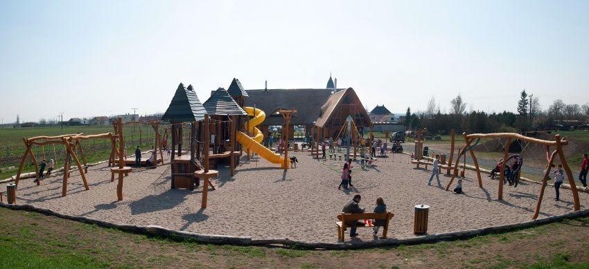 panoramatický snímek dětského hřiště